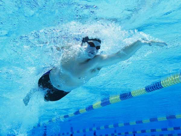 7 Blagodejnih učinkov plavanja